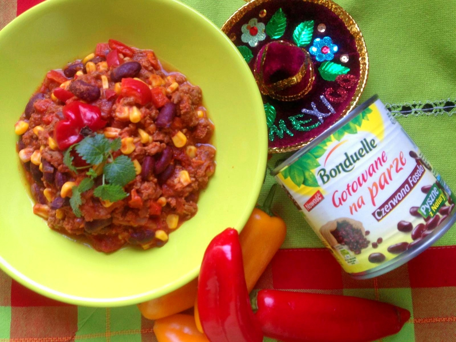 Ogniste chilli con carne z chrupiącymi warzywami.