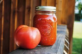 Mocno pomidorowy włoski sos do pizzy lub spaghetti.