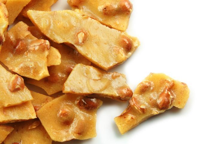 Krokant – dekoracyjna posypka do ciast, ciasteczek, lodów i kawy.