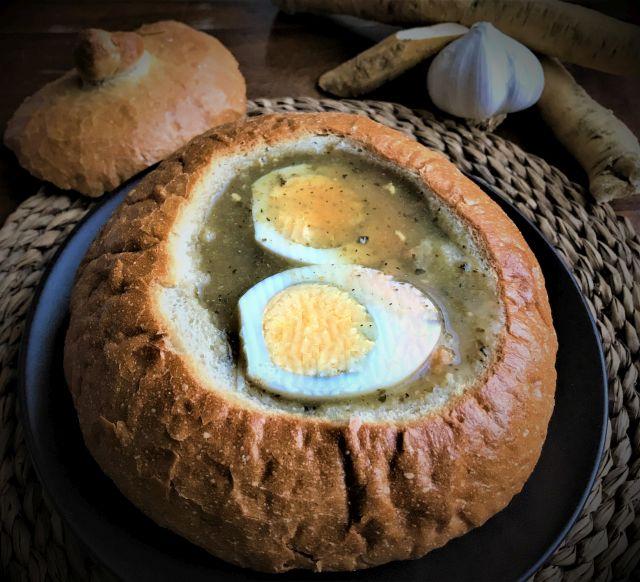 Wielkanocny żurek w chlebku.