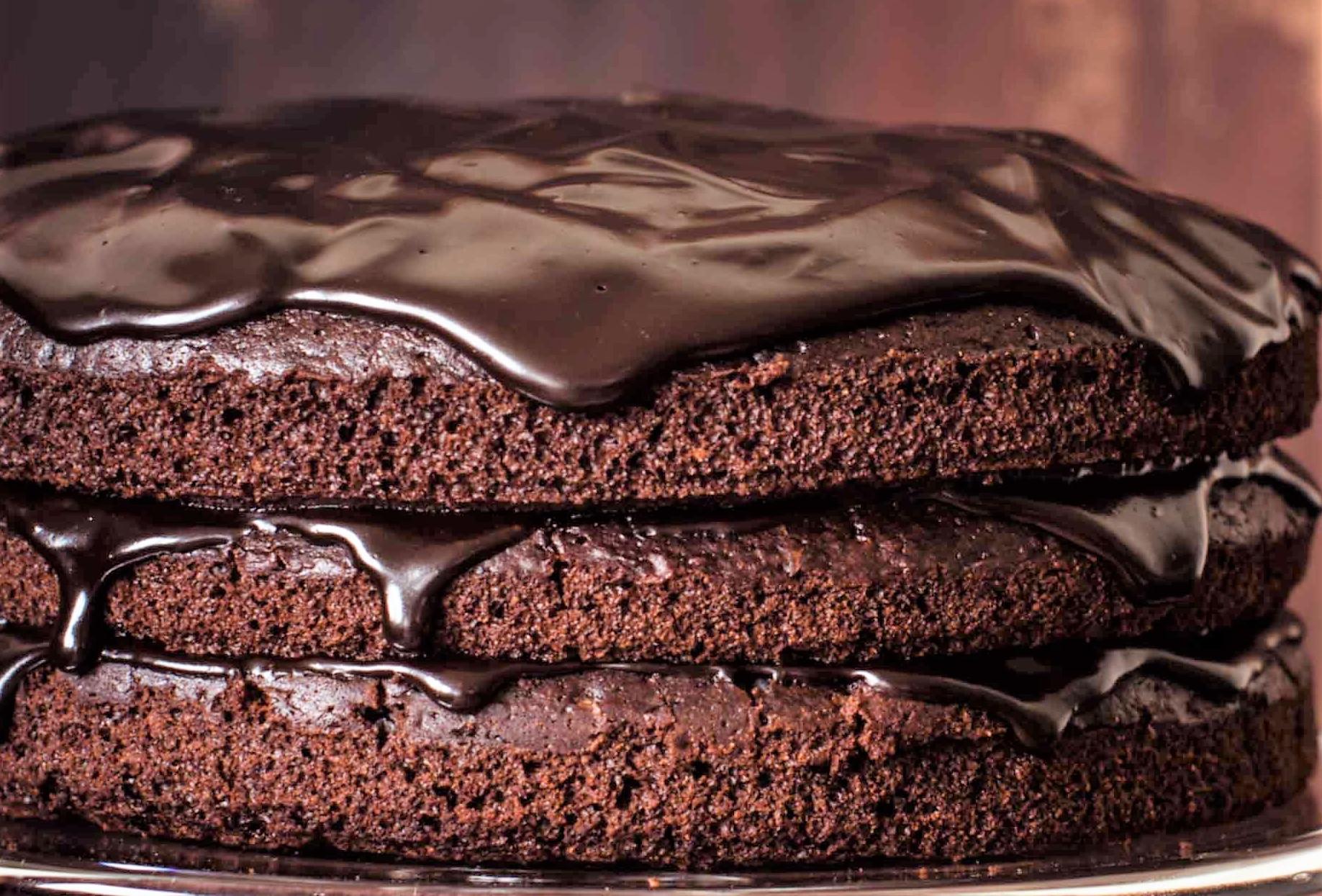 Polewa czekoladowa do ciast i deserów w pięciu wariantach.
